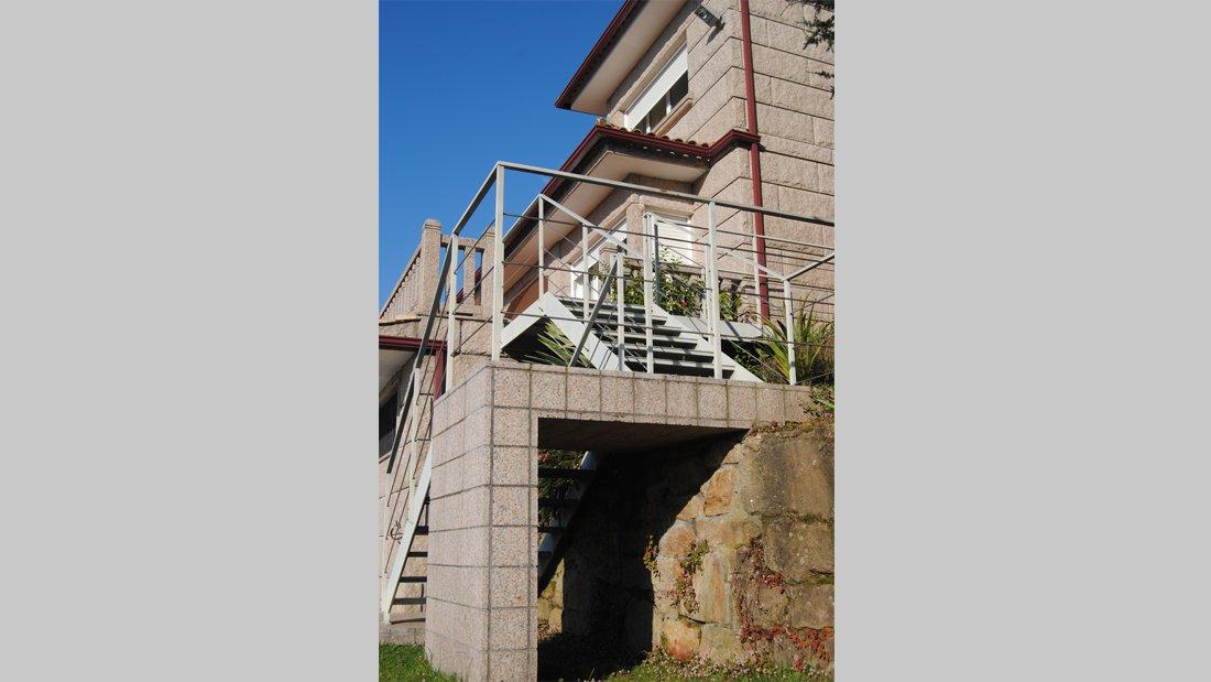 Escalera. Ampliación de vivienda Reboreda